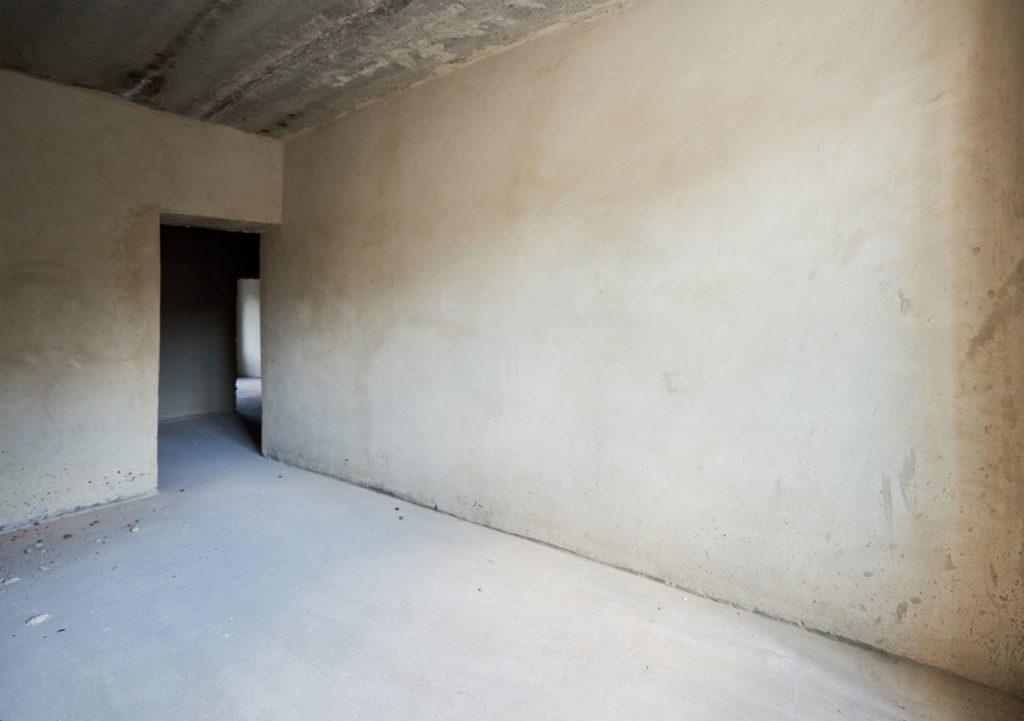 Avant_revêtement_mural_et_revêtement_de_plafond_suisse